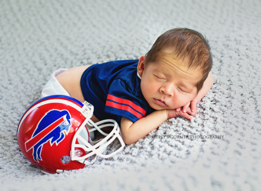 buffalo-newborn-photographerbuffalo-bills-babygypsys-corner-photography