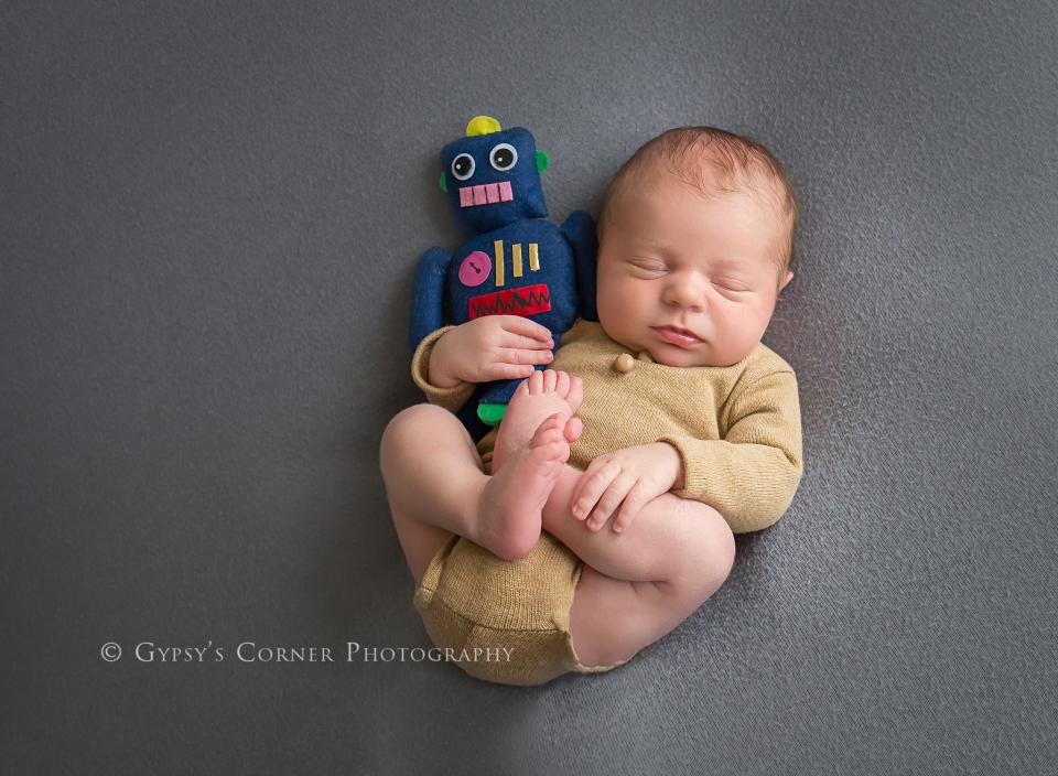Buffalo WNY Newborn and Baby Photographer | Newborn Boy and robot |Gypsy's Corner Photography